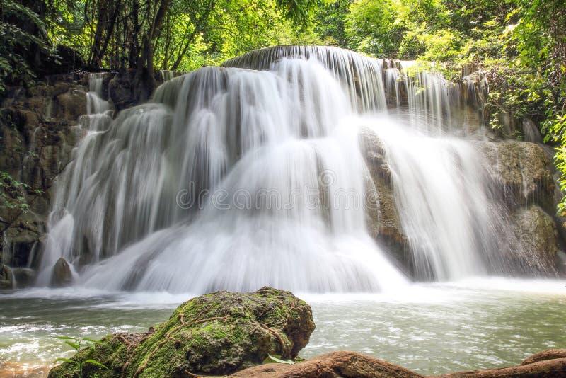 Kamin Huay Mae Wasserfall im Nationalpark Srinakarin, Kanchanabu stockfotografie