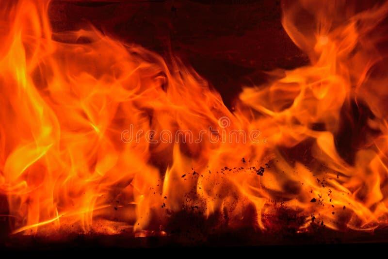 Kamin, loderndes Feuer stockbilder