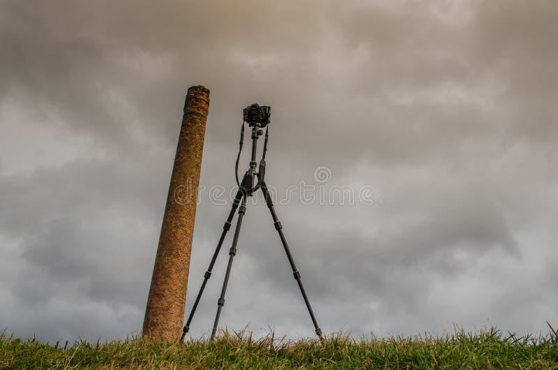 Kamin und Kamera lizenzfreies stockfoto