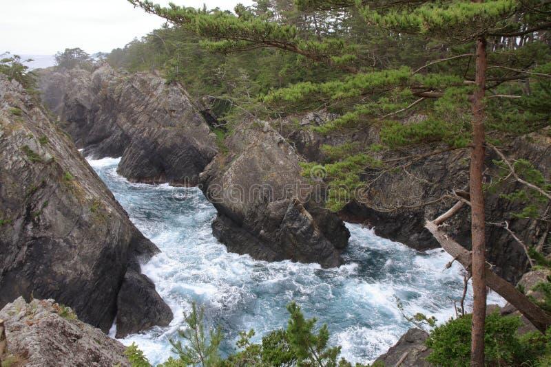 Kaminariiwa岩石和Ranboya在Goishi海岸狼吞虎咽 免版税库存图片