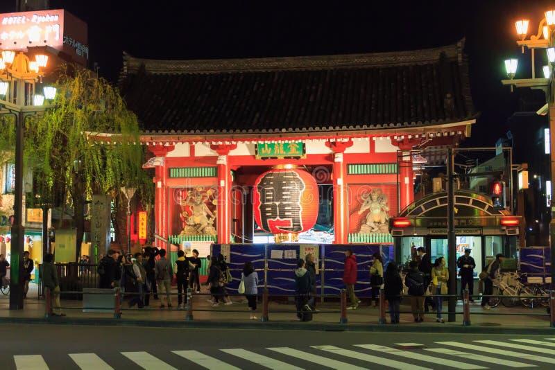 Kaminarimon en el Sensoji Tempel en Asakusa, Tokio en la noche fotografía de archivo