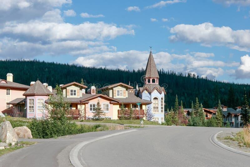 KAMLOOPS, COLUMBIA/CANADA BRITÁNICO - 11 DE AGOSTO: Nuevos apartamentos a imagen de archivo libre de regalías