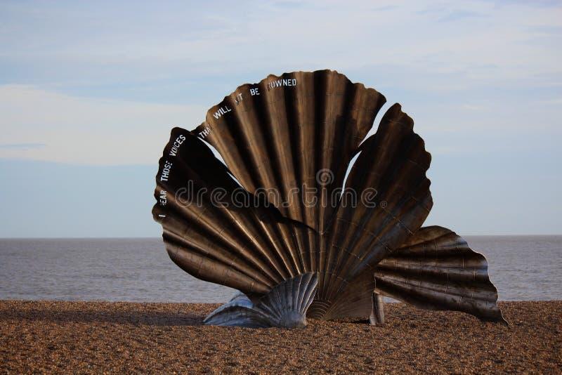 Kammossel, door de kunstenaar Maggi Hambling van Suffolk stock fotografie