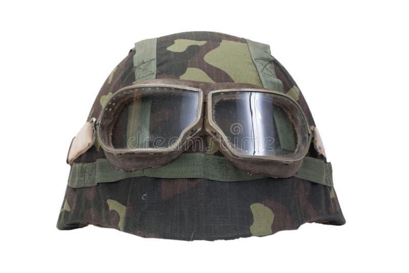 Kamouflagehjälm med skyddsglasögon royaltyfria bilder