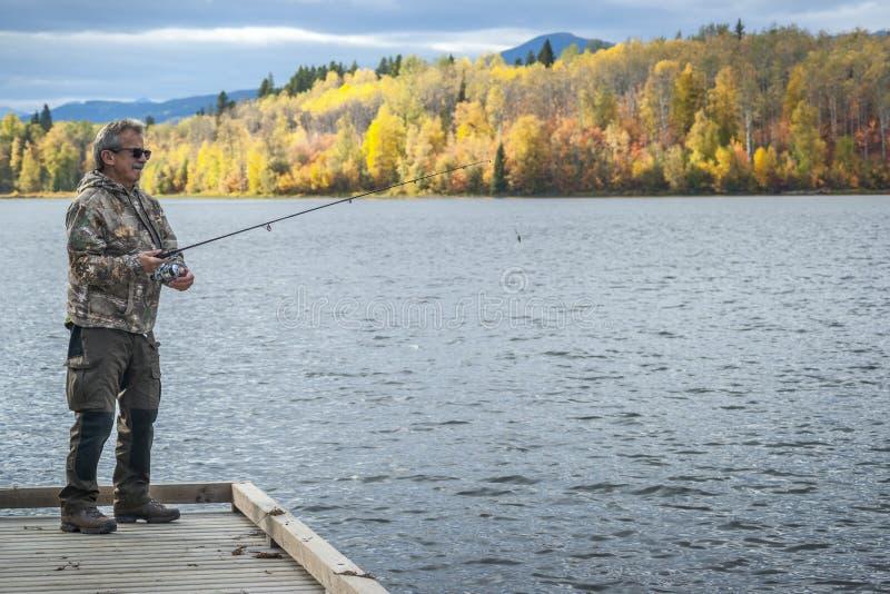 Kamouflerad fiskare - Autumn Mood royaltyfri bild