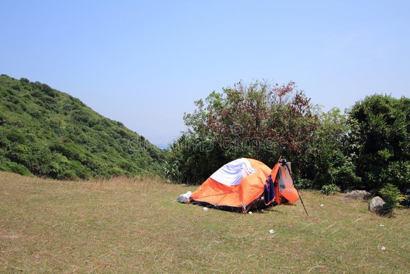 Kamp in berg stock afbeeldingen