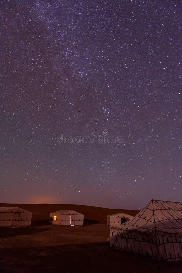 Kamp in de Woestijn van de Sahara, Morroco stock afbeeldingen