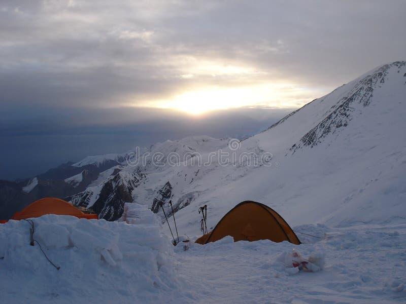 Kamp op grote hoogte in Pamir royalty-vrije stock afbeelding