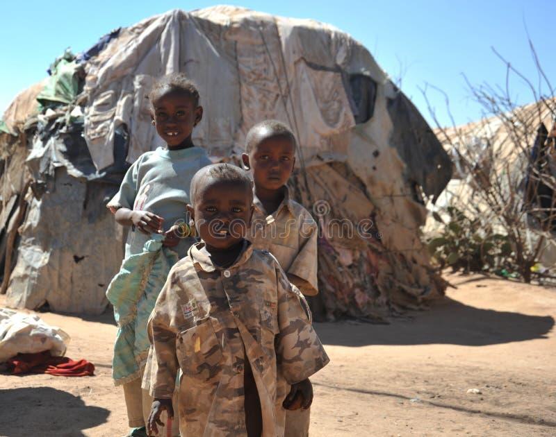 Kamp voor Afrikaanse vluchtelingen en ontheemde op de rand van Hargeisa in Somaliland onder de V.N.-auspiciën. stock foto's