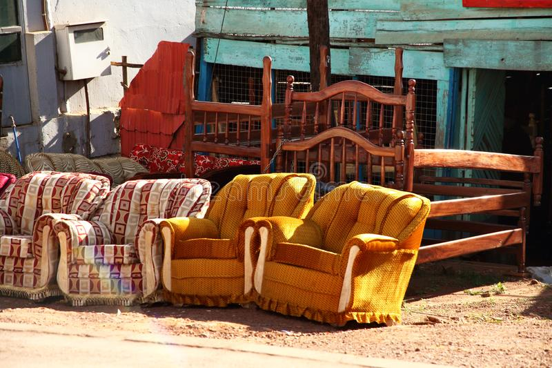 Kampala Furniture para a venda na borda da estrada fotografia de stock royalty free