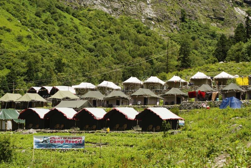 Kampeerterrein dichtbij Ghangaria, een klein dorp op de manier aan Hemkund Sahib, Uttarakhand royalty-vrije stock afbeeldingen
