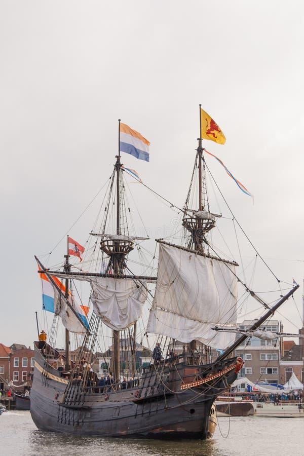 Kampen holandie - Marzec 30, 2018: VOC statek De Przekrawający Maen zdjęcie royalty free