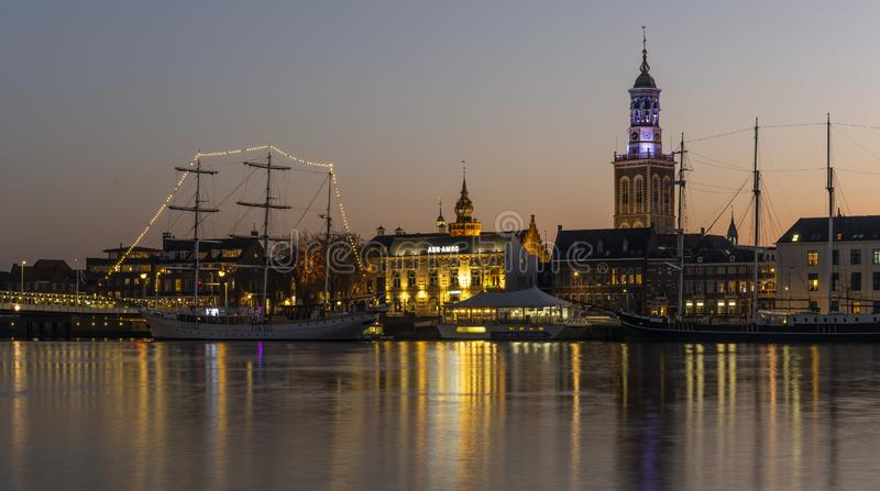 Kampen IJssel och högväxt skepp royaltyfria foton