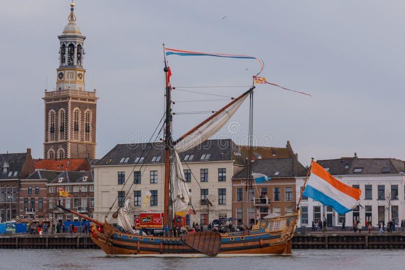 Kampen Nederländerna - mars 30, 2018: Statlig yacht royaltyfri bild