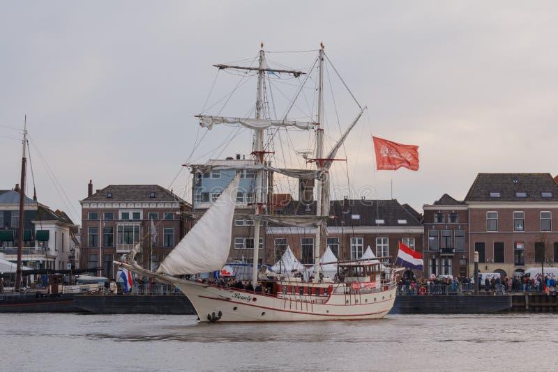 Kampen, Nederland - 30 Maart, 2018: Varend schip stock fotografie