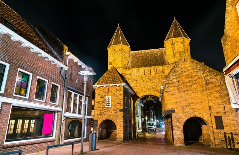 Kamperbinnenpoort en port av Amersfoort, Nederländerna arkivbilder