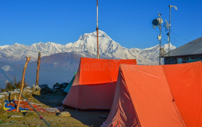 Kamperend dichtbij het Noorden Annapurna, Nepal stock afbeeldingen