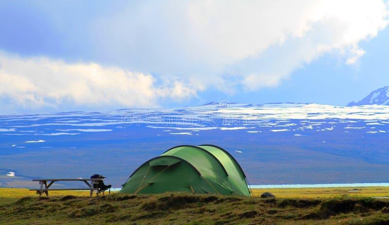Kamperend dichtbij Hvitarnes-hut, IJsland royalty-vrije stock foto
