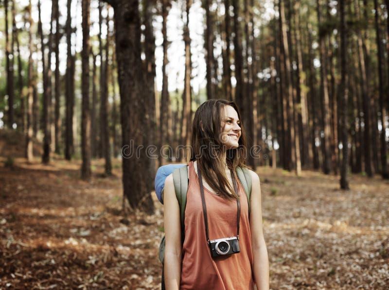 Kamperende Backpacker-Fotograaf Camera Adventure Concept royalty-vrije stock afbeelding