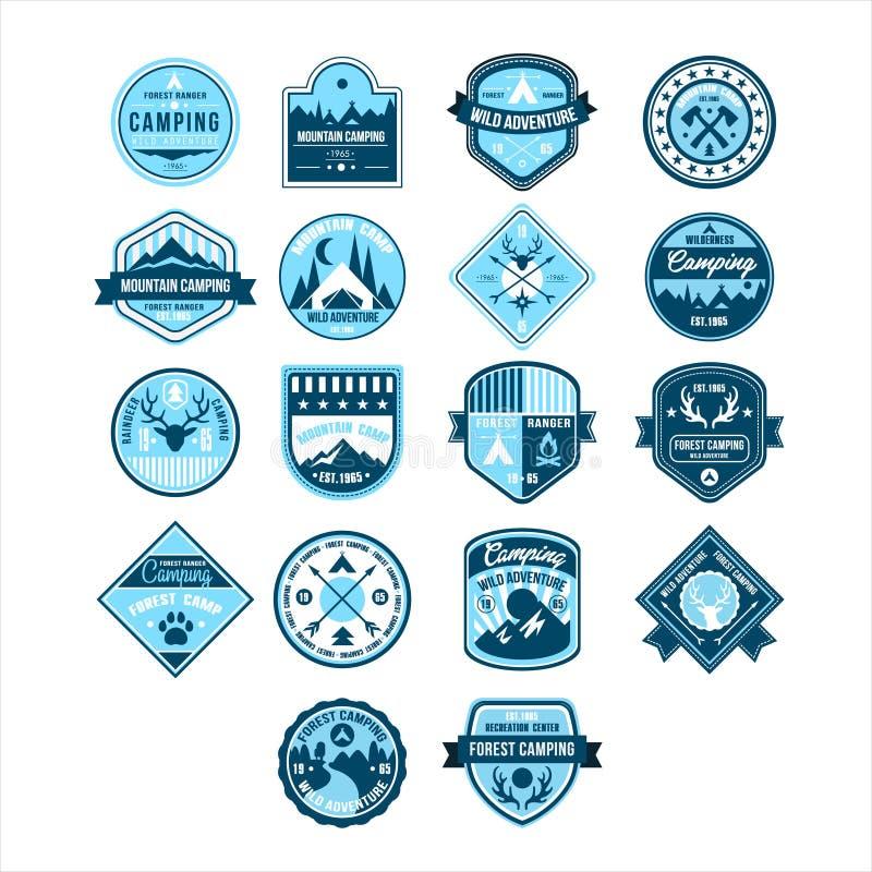 Kamperende en Openluchtavonturen Uitstekende Emblemen royalty-vrije illustratie