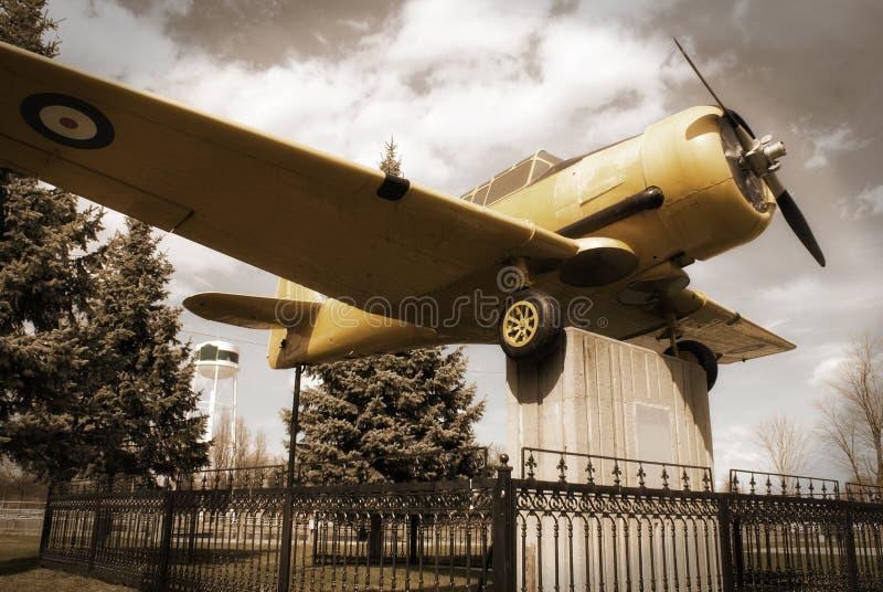 Kampfflugzeug-Monument stockbild