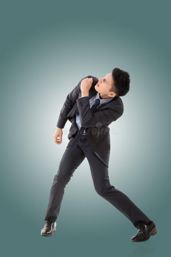 Kampfhaltung des asiatischen Geschäftsmannes lizenzfreies stockfoto