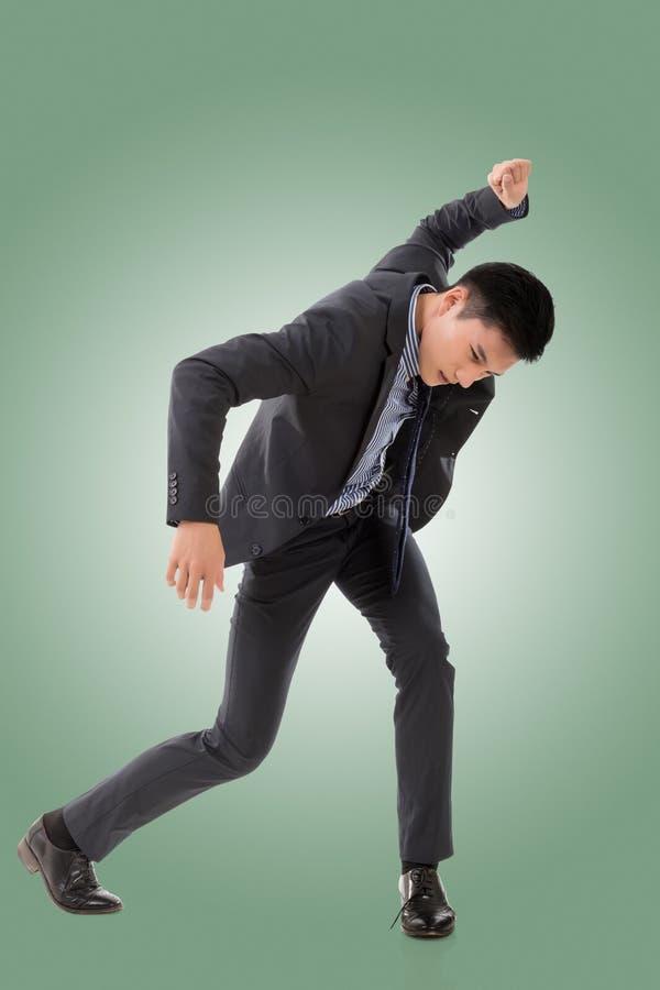 Kampfhaltung des asiatischen Geschäftsmannes stockbild