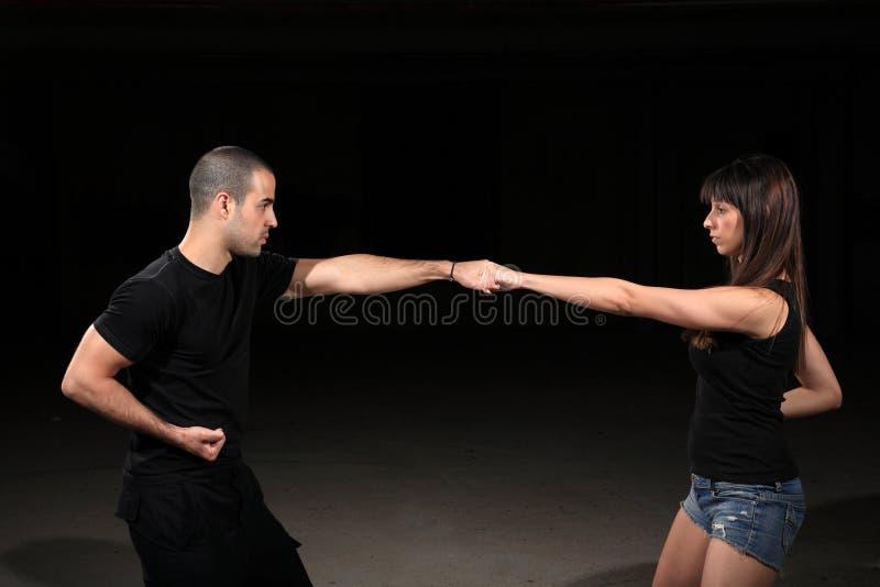 Kampfkunstausbilder lizenzfreies stockbild