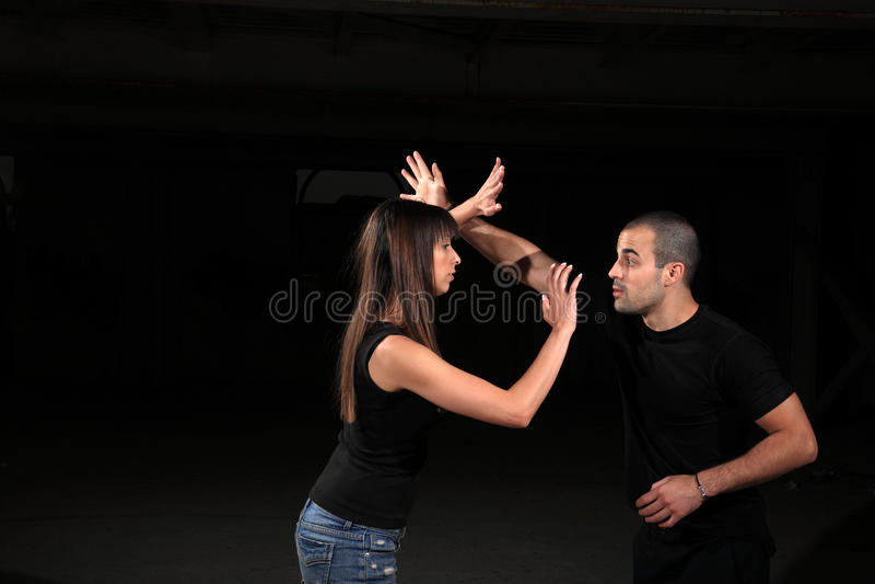Kampfkunstausbilder lizenzfreie stockbilder
