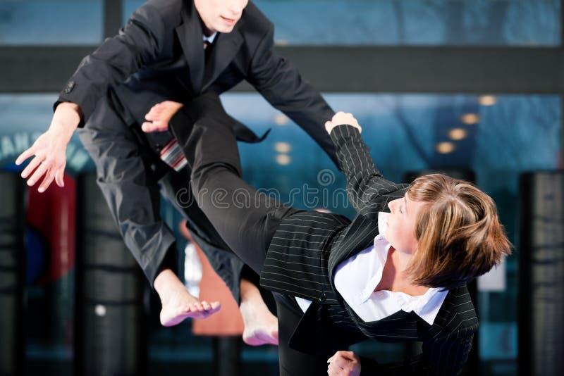 Kampfkunstsporttraining und -geschäft stockbilder