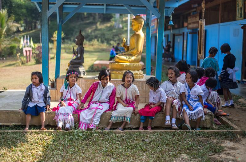 KAMPHAENGPHET, ΤΑΪΛΑΝΔΗ - 8 Ιανουαρίου 2014 όλη η εθνική ομάδα στην Ταϊλάνδη πολύ φτωχή αλλά έχει τον όμορφο πολιτισμό, αυτά τα π στοκ φωτογραφία