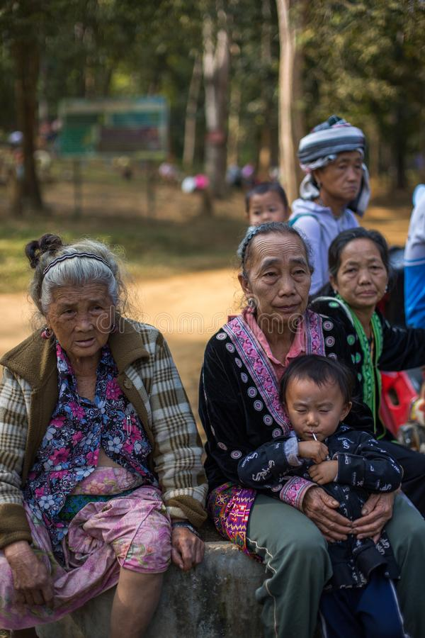 KAMPHAENGPHET, THAÏLANDE - 1er janvier 2014 toute l'ethnie en Thaïlande très pauvre mais a la belle culture, cette vieille tribu  images stock