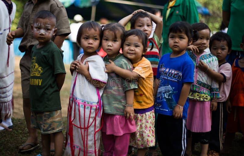 KAMPHAENGPHET, THAÏLANDE - 8 janvier 2014 toute l'ethnie en Thaïlande très pauvre mais a la belle culture, le ` s de ces enfants photo stock