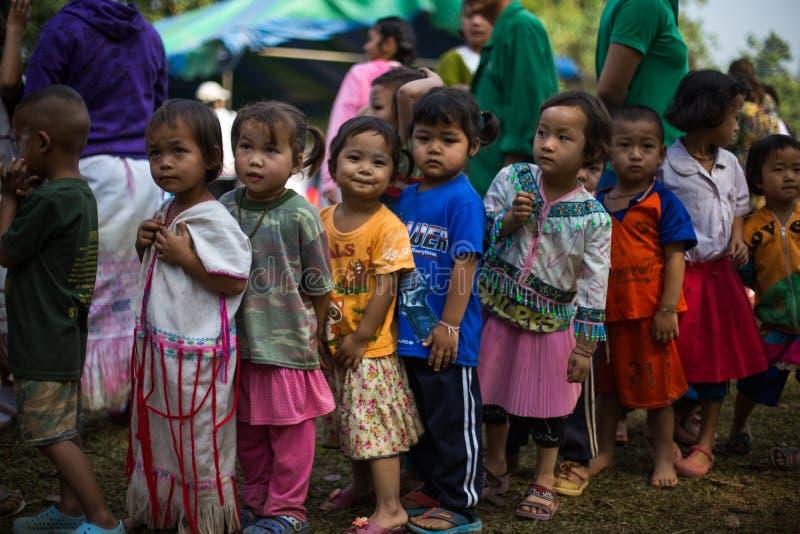 KAMPHAENGPHET, THAILAND - 8. Januar 2014 hat alle Ethnie in armem Thailand sehr aber schöne Kultur, diese Kind-` s stockfotos