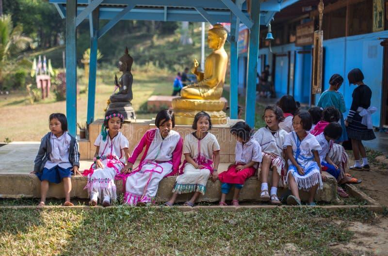 KAMPHAENGPHET, THAILAND - 8. Januar 2014 hat alle Ethnie in armem Thailand sehr aber schöne Kultur, diese Kind-` s stockfotografie