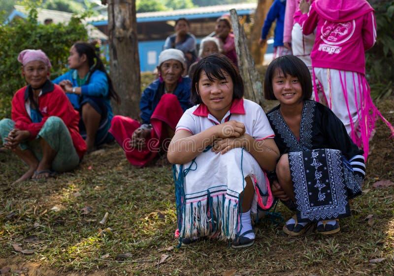 KAMPHAENGPHET THAILAND - Januari 08, 2014 har all folkgrupp i mycket fattiga Thailand men härlig kultur, ` s för dessa barn arkivbild