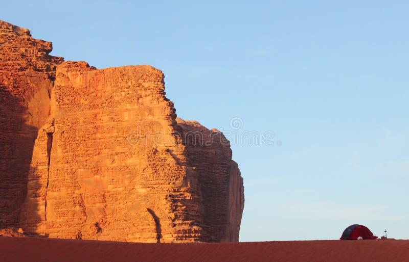 Kampieren in der Wüste stockfotos