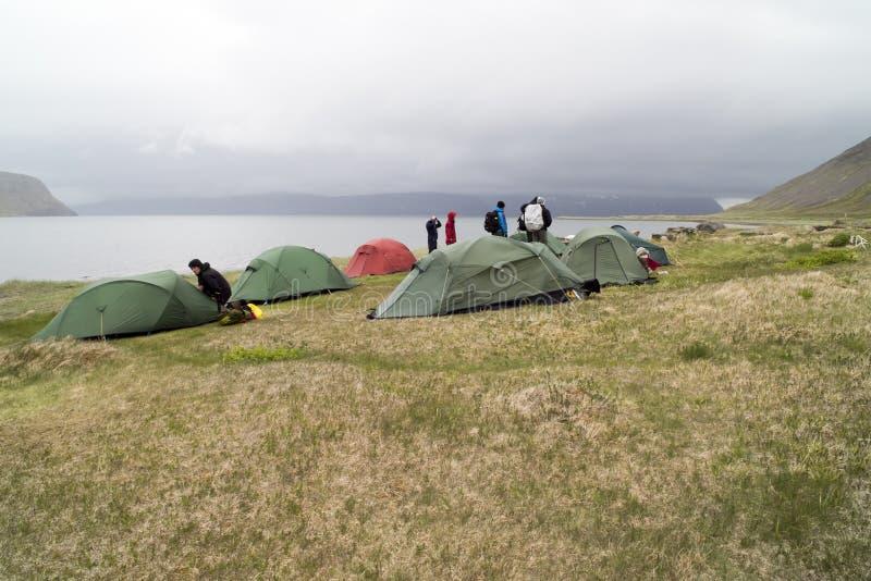 Kampieren, Nebel, Regen, Island lizenzfreie stockfotos