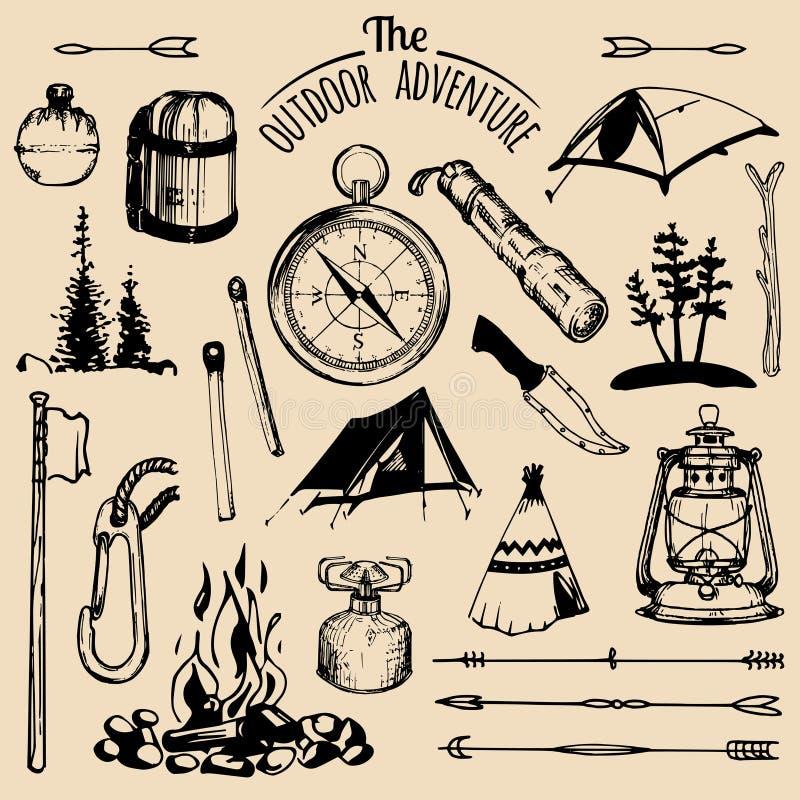 Kampierende skizzierte Elemente Vektorsatz gezeichnete Abenteuerillustrationen der Weinlese Hand im Freien für Embleme, Ausweise  lizenzfreie abbildung