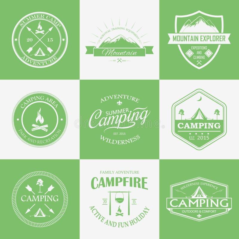 Kampierendes Logo, Aufkleber und Ausweise Reiseembleme vektor abbildung