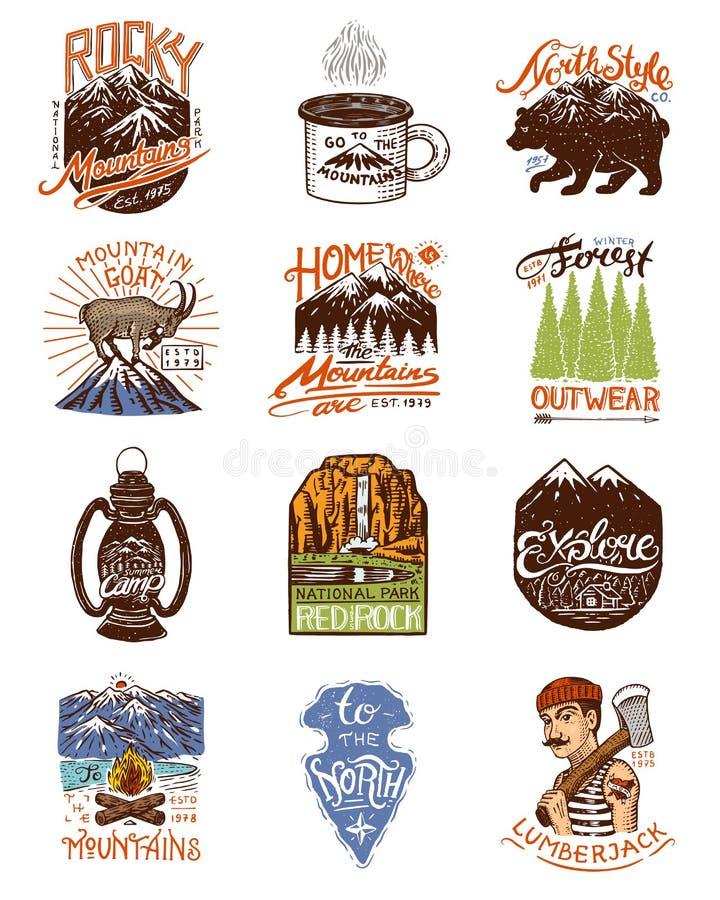 Kampierendes Logo und Aufkleber Berge und Braunbär Reise im Wald, im Freien und im Abenteuer Farbige Ausweise auf lizenzfreie abbildung
