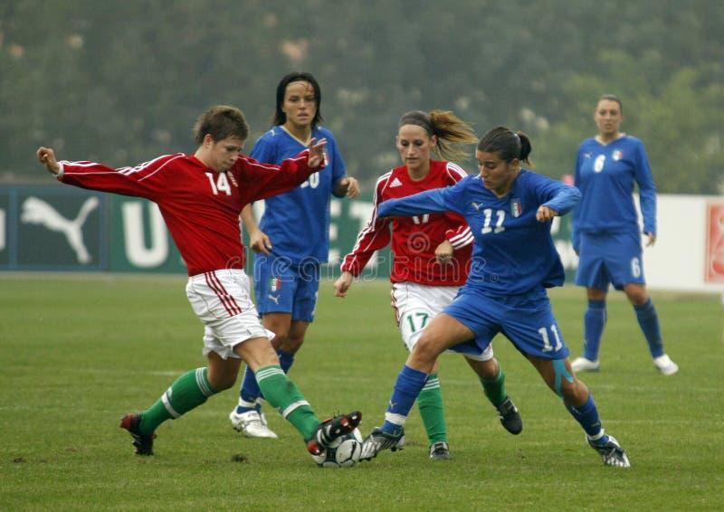 KAMPIOENSCHAP 2009, ITALIË-HONGARIJE VAN HET VOETBAL VAN UEFA HET VROUWELIJKE royalty-vrije stock foto