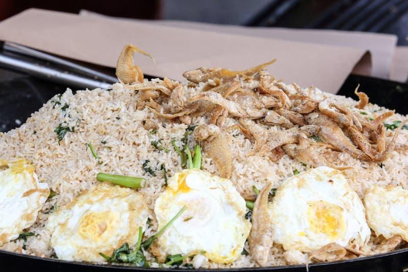 Kampong de poissons salé par crevette rose d'oeufs de riz frit image stock