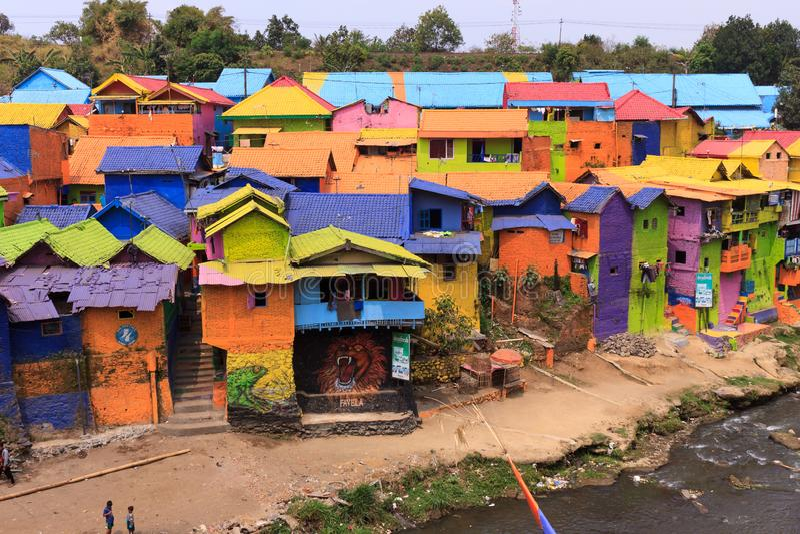 Kampung Warna Warni Jodipan五颜六色的村庄玛琅 免版税库存图片