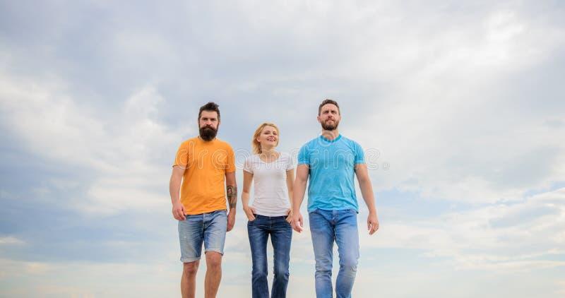 Kamratskap som testas för år Att ha riktigt folk nära känner sig som övernaturlig energi Riktiga vänner för enig threesome royaltyfri foto