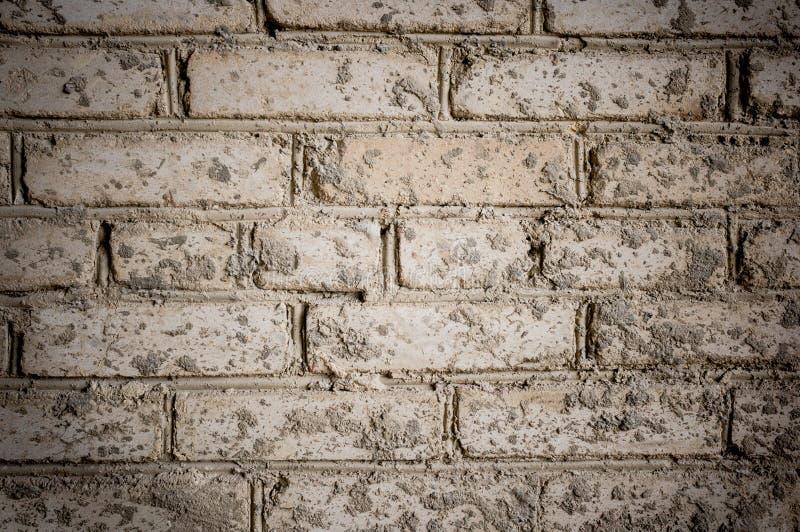 Kan als prentbriefkaar worden gebruikt Een bevlekte close-updeel van oude grijze bakstenen muur, royalty-vrije stock foto