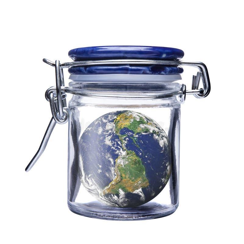 Kan den isolerade Glass kruset för jordskydd stängt royaltyfri bild