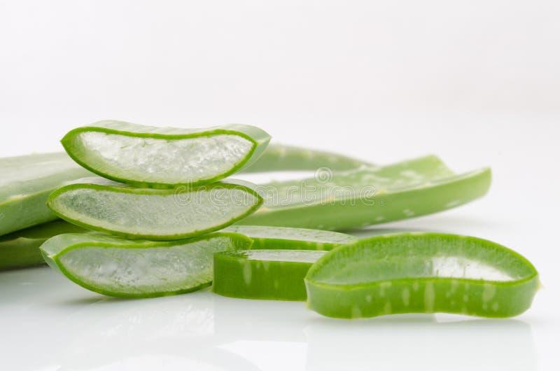 Kan het verse het bladwater van aloëvera helpen vrije basissen neutraliseren en royalty-vrije stock foto's