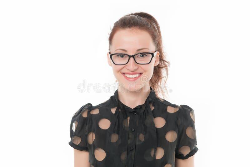 kan hjälpa hur I dig Kvinna som ler vit bakgrund för framsidakläderglasögon Formell stilkläder för flicka som är glad att hjälpa  royaltyfria foton