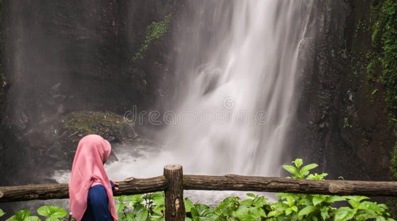 Kan jag se vattenfallet arkivbilder
